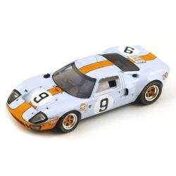 SPARK Ford GT 40 n°9...