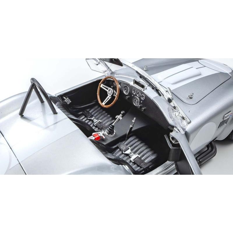 MINICHAMPS Porsche 918 Spyder Martini 2015 (%)